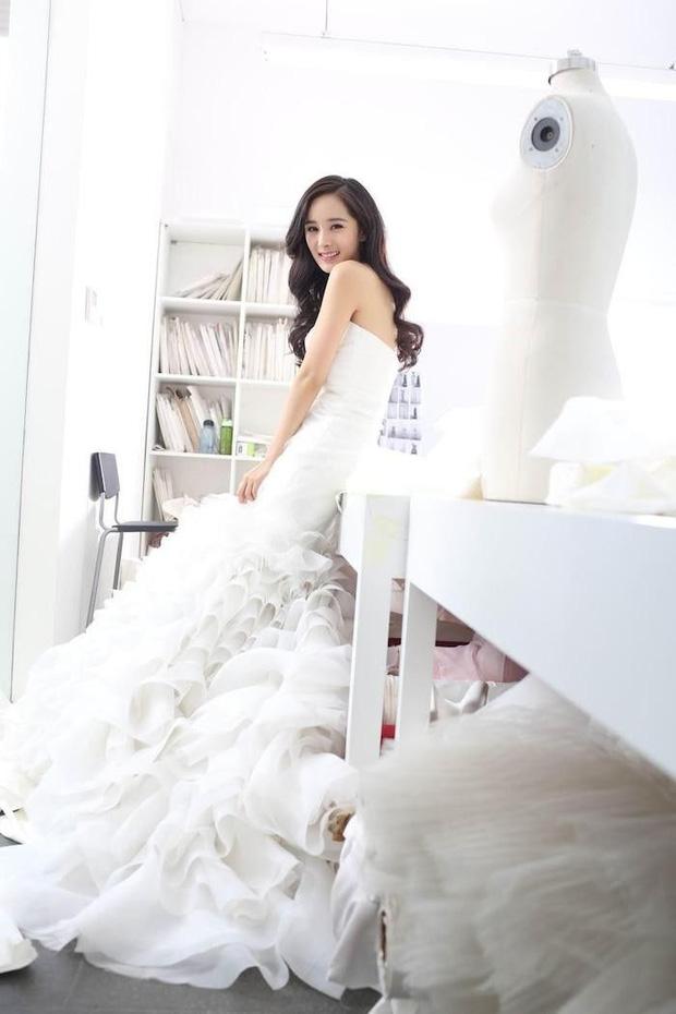 Nữ thần Cbiz khoe visual nức nở trong váy cưới: Nhiệt Ba, Tịnh Y đẹp 'nhức nách', Dương Mịch bỏ bùa Cnet 13