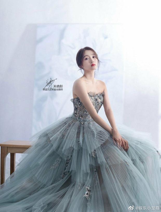 Nữ thần Cbiz khoe visual nức nở trong váy cưới: Nhiệt Ba, Tịnh Y đẹp 'nhức nách', Dương Mịch bỏ bùa Cnet 10