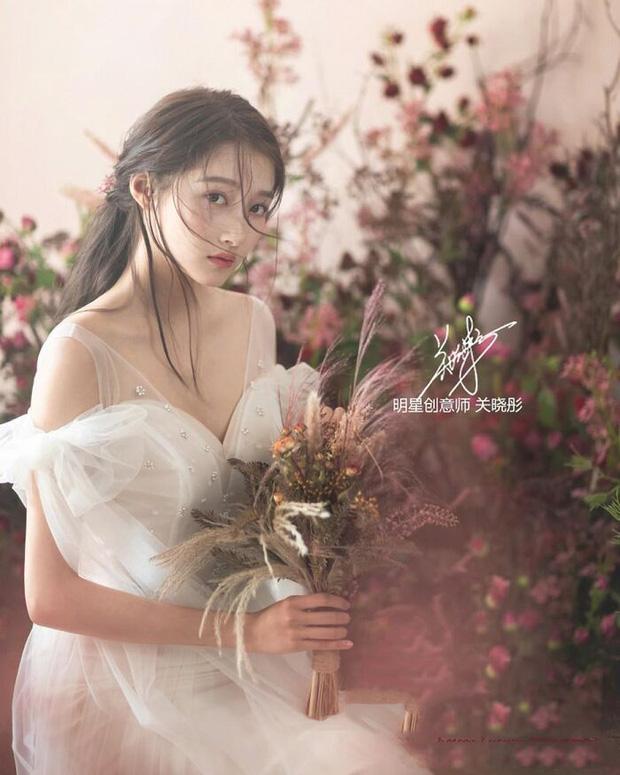 Nữ thần Cbiz khoe visual nức nở trong váy cưới: Nhiệt Ba, Tịnh Y đẹp 'nhức nách', Dương Mịch bỏ bùa Cnet 9