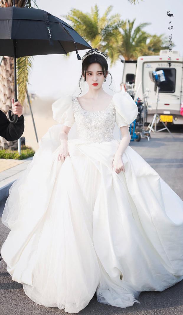 Nữ thần Cbiz khoe visual nức nở trong váy cưới: Nhiệt Ba, Tịnh Y đẹp 'nhức nách', Dương Mịch bỏ bùa Cnet 8