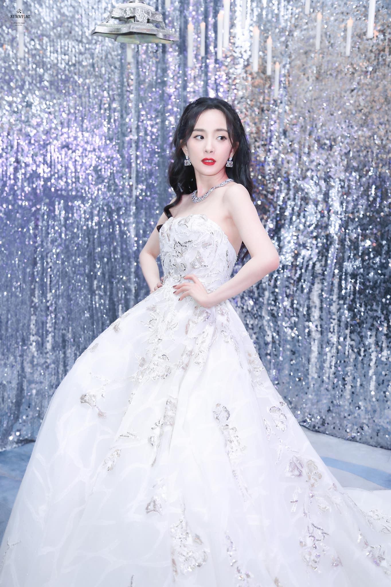 Nữ thần Cbiz khoe visual nức nở trong váy cưới: Nhiệt Ba, Tịnh Y đẹp 'nhức nách', Dương Mịch bỏ bùa Cnet 14