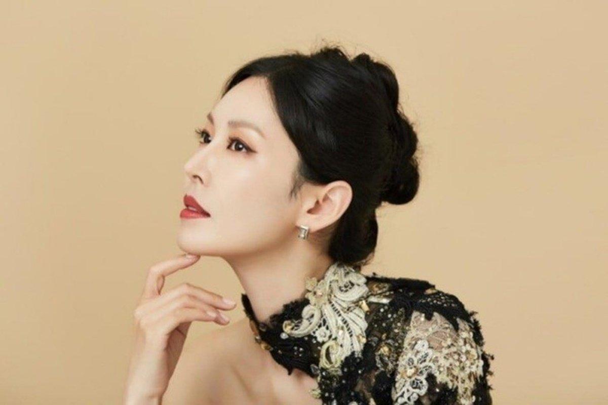 Kim So Yeon tung bộ ảnh mới, thần thái đỉnh cao nhưng giật spotlight lại là vòng 1 tràn viền 1