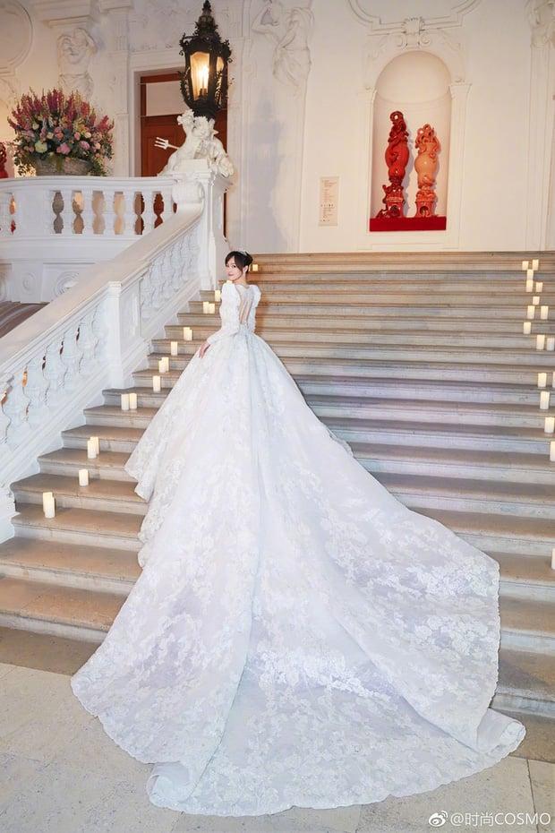 Nữ thần Cbiz khoe visual nức nở trong váy cưới: Nhiệt Ba, Tịnh Y đẹp 'nhức nách', Dương Mịch bỏ bùa Cnet 11