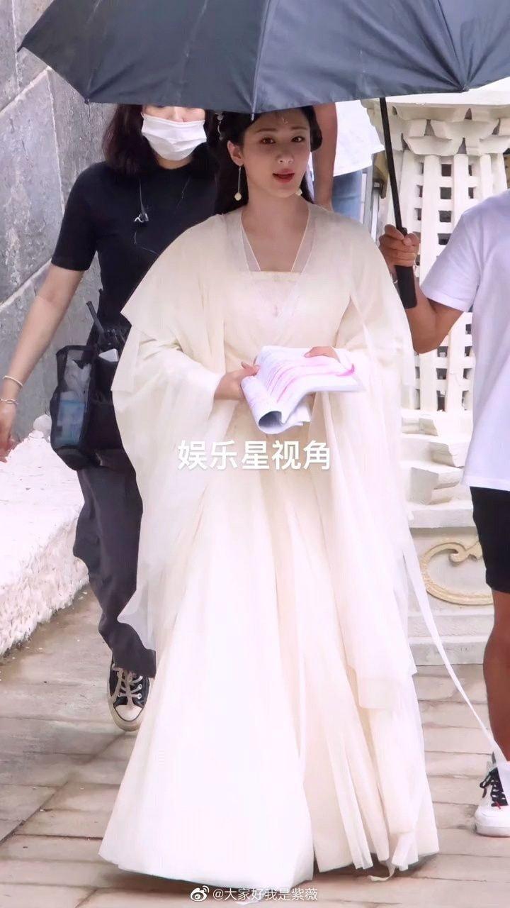 Dương Tử đẹp 'nghiêng nước nghiêng thành' tại hậu trường phim mới, giật luôn danh xưng 'tiên tỷ' của Diệc Phi 3