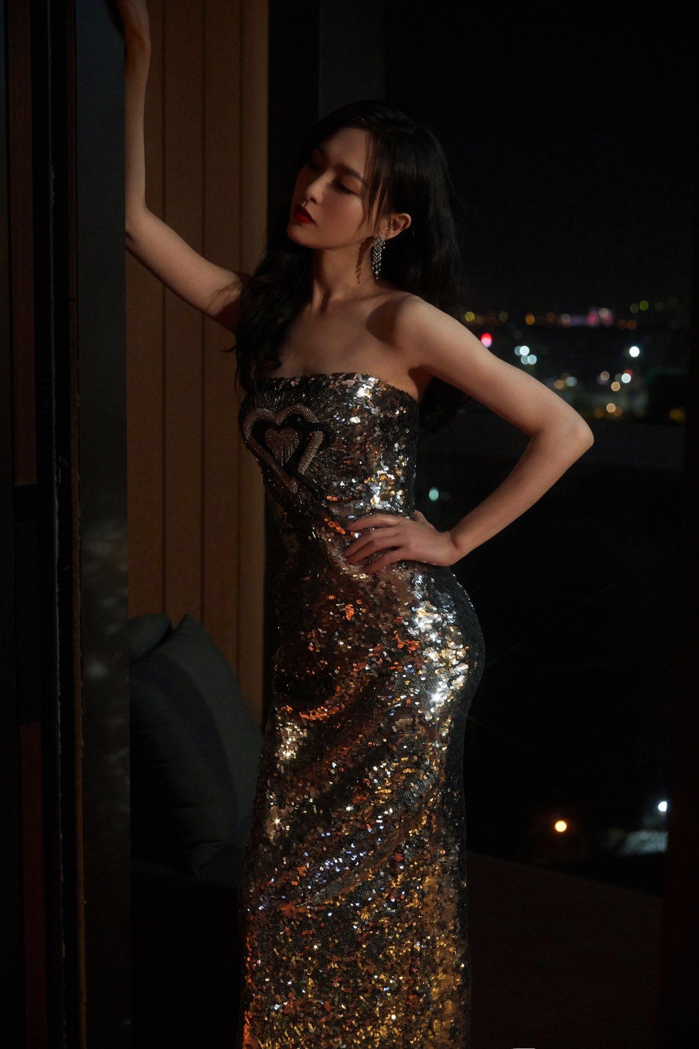 Mỹ nhân Cbiz khoe sắc trong đầm ánh kim: Dương Mịch kiêu sa, Lệ Dĩnh 'xịn' đét 8