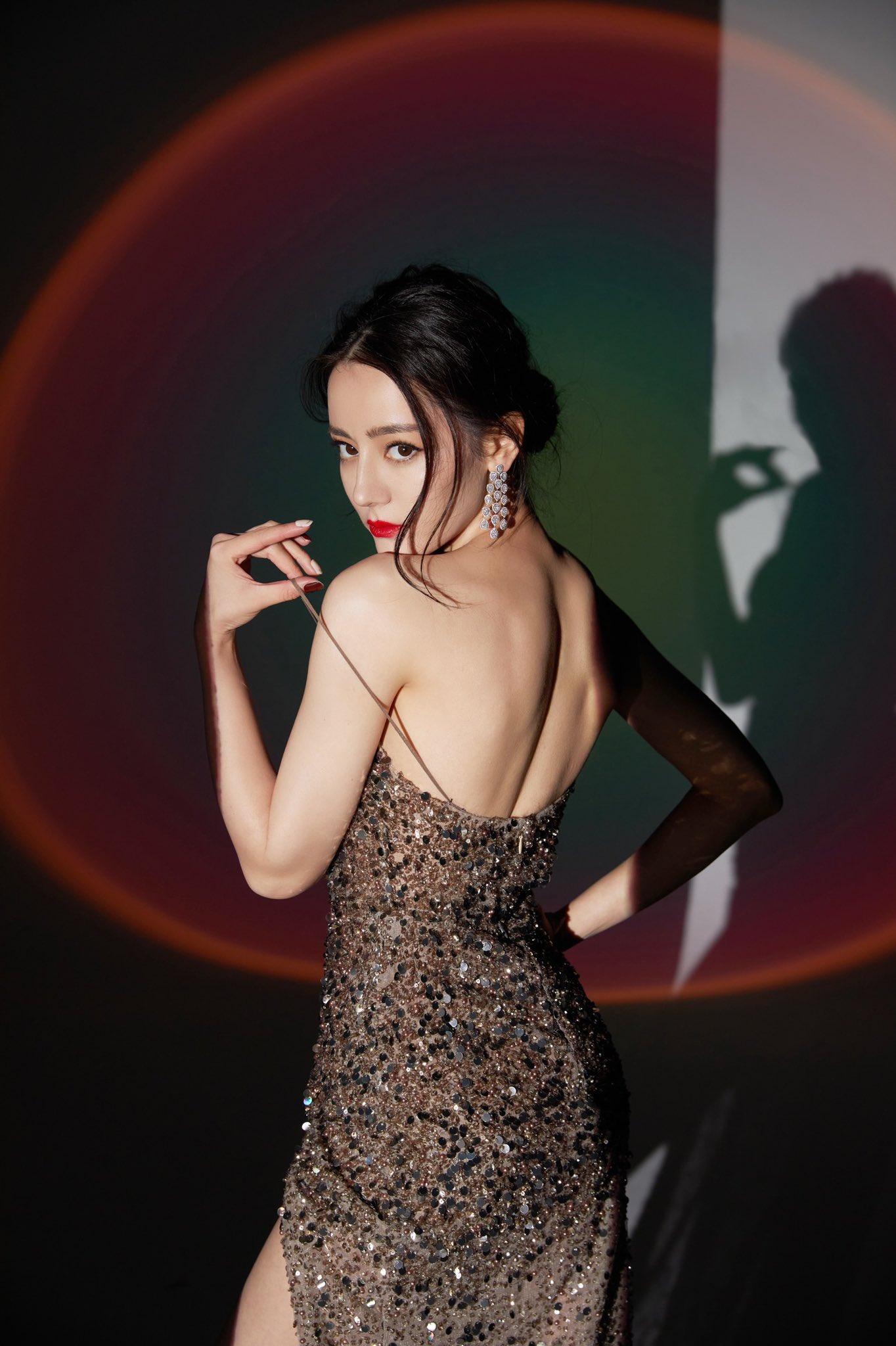 Mỹ nhân Cbiz khoe sắc trong đầm ánh kim: Dương Mịch kiêu sa, Lệ Dĩnh 'xịn' đét 6
