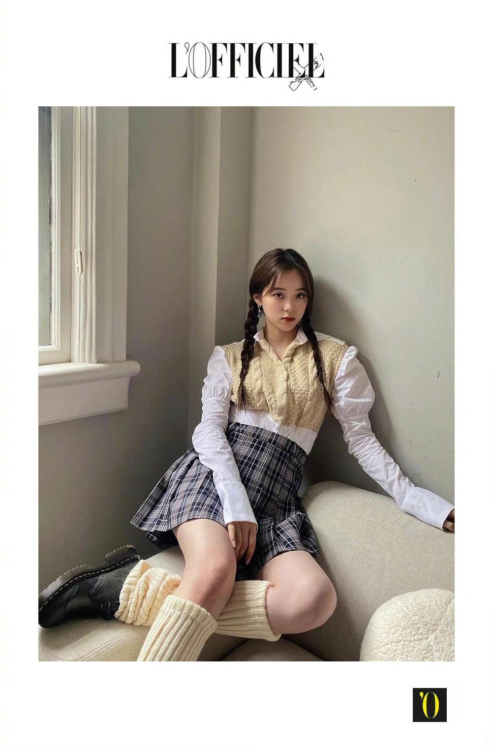 Mỹ nhân Cbiz đọ sắc trong tạo hình nữ sinh: Dương Mịch xinh 'nhức nách', Triệu Lộ Tư tấu hài cực mạnh 3