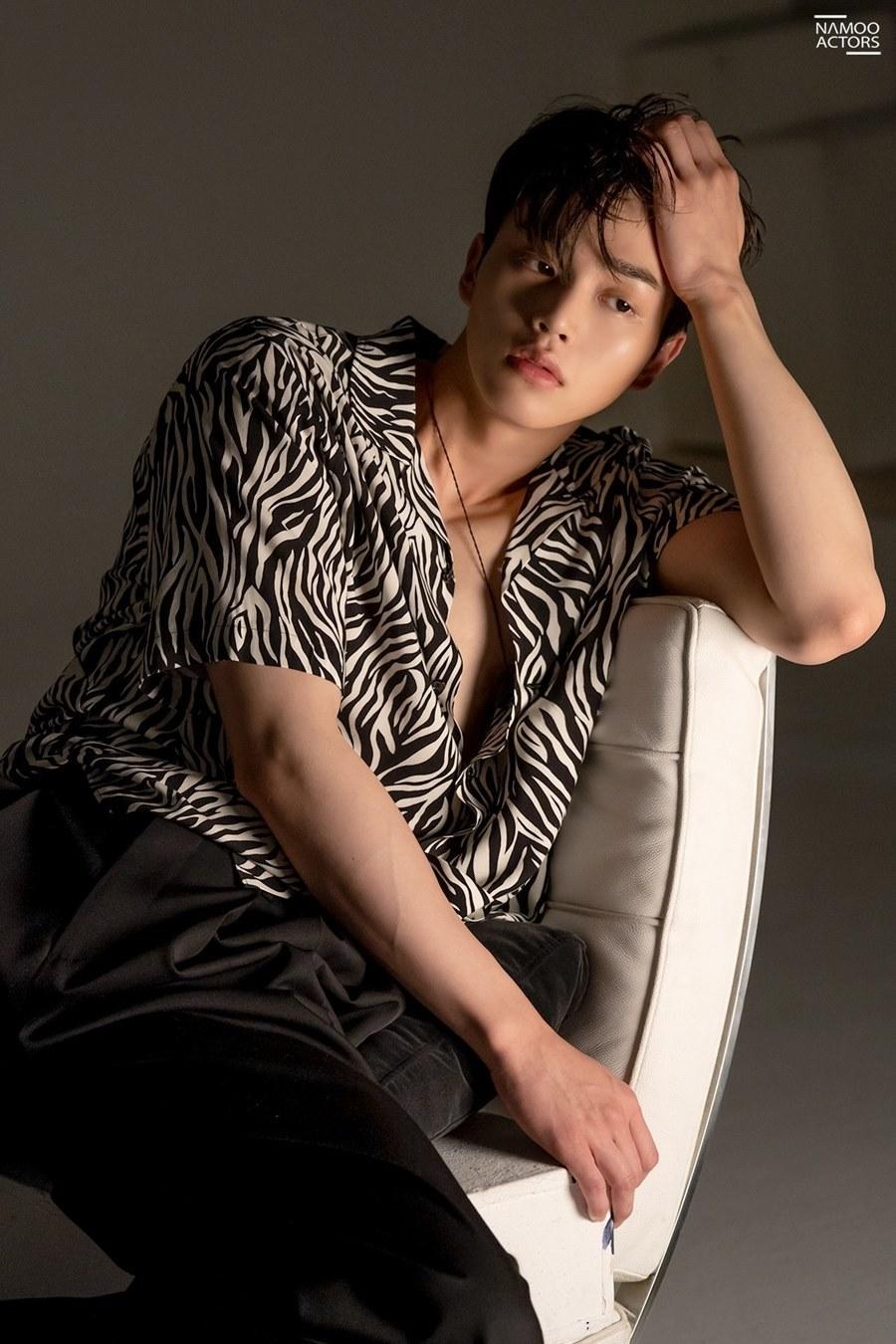 Song Kang 'xỉu ngang xỉu dọc' khi lần đầu gặp Jin: Anh cả BTS đích thị là chiếc chồng quốc dân 1