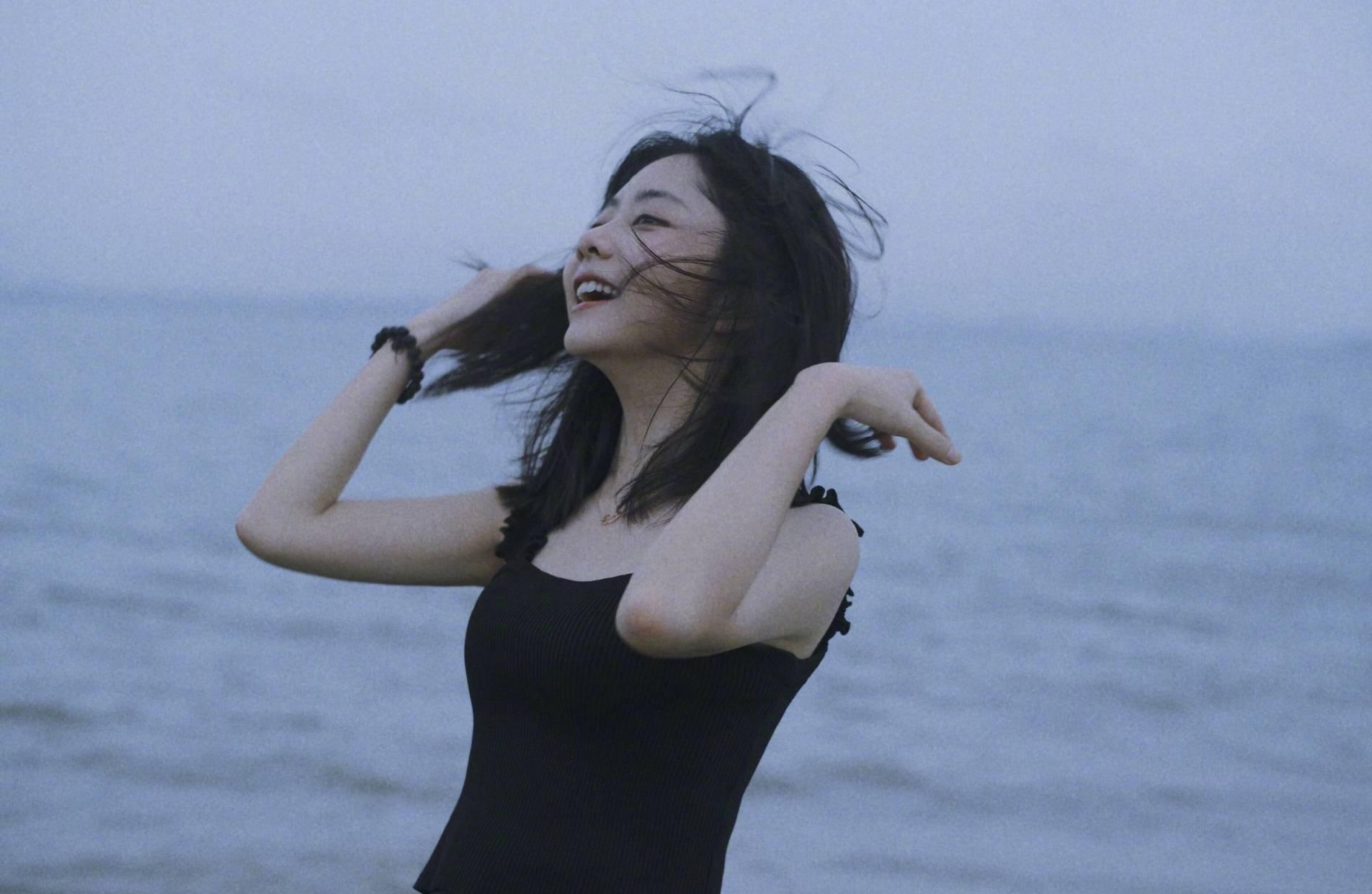 Đàm Tùng Vận hoang dại trong bộ ảnh mới, ánh mắt mơ màng khiến netizen 'chết tâm' 3