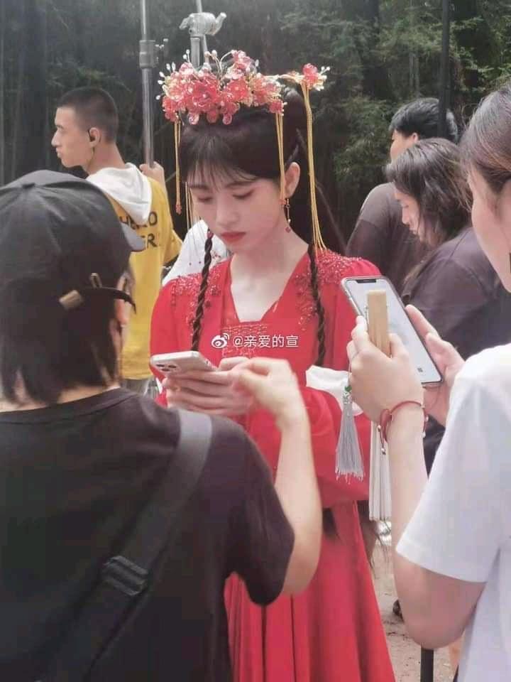 Cúc Tịnh Y đẹp nhức nhối tại phim trường Hoa Nhung, xé mác makeup kiểu 'diễn tuồng'  1