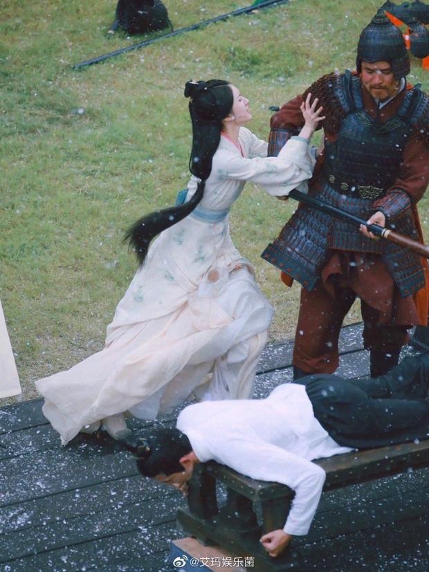 Triệu Lộ Tư giải cứu Ngô Lỗi khỏi bị 'tét mông' ở Tinh Hán Xán Lạn, nhưng gương mặt tấu hài lại khiến Cnet cười 'lộn ruột' 2