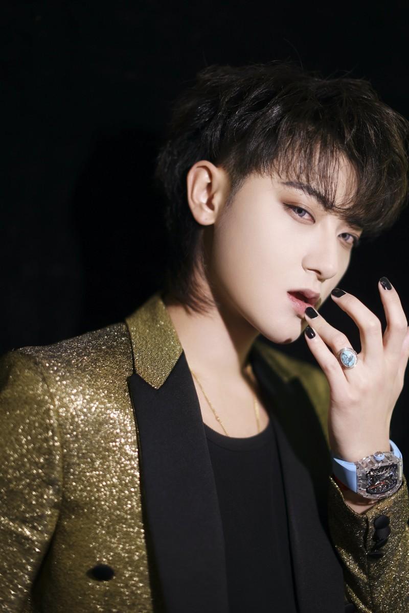 Bị chê ẻo lả, Hoàng Tử Thao nay khiến fangirl 'truyền thái y' vì loạt ảnh khoe sắc vóc quá 'mlem' 5