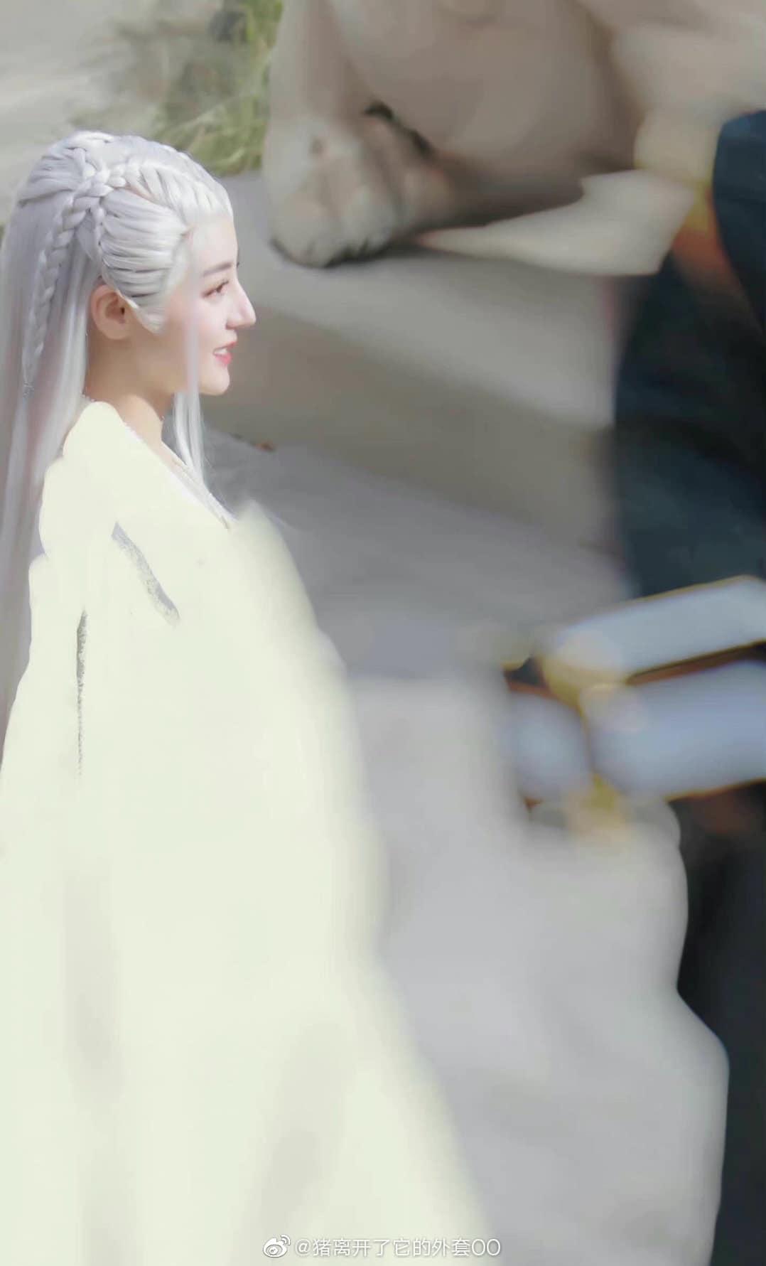 Địch Lệ Nhiệt Ba hóa 'cụ tổ', Cung Tuấn khoe góc nghiêng 'hết nước chấm' trong An Lạc Truyện 2