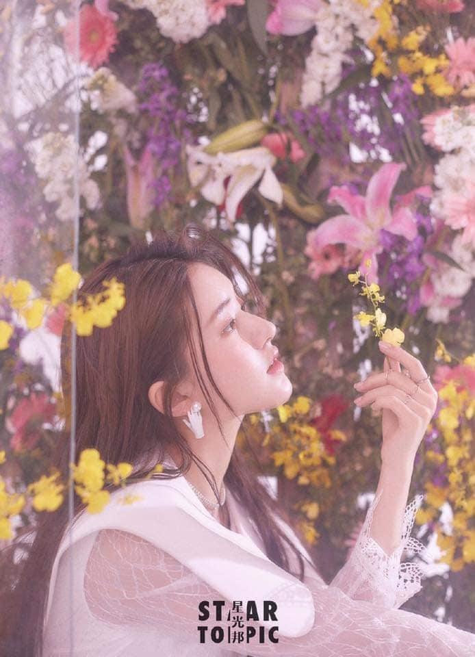 Dương Mịch, Lệ Dĩnh, Nhiệt Ba và 15 đại mỹ nhân Cbiz khoe visual 'tươi không cần tưới' khi sống ảo với hoa 8