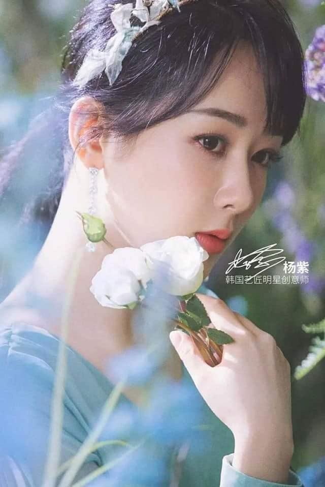Dương Mịch, Lệ Dĩnh, Nhiệt Ba và 15 đại mỹ nhân Cbiz khoe visual 'tươi không cần tưới' khi sống ảo với hoa 5
