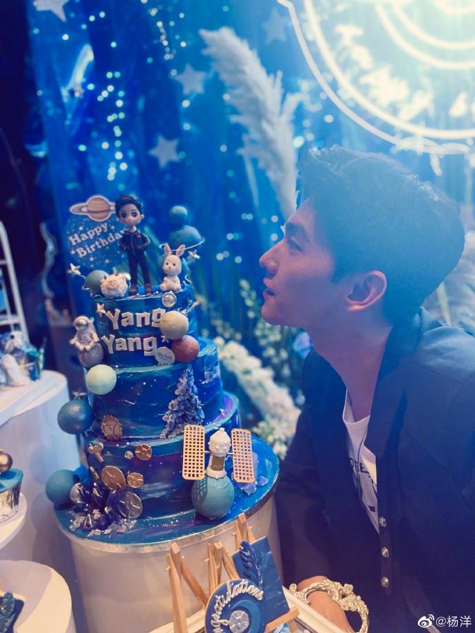 Dương Dương đăng ảnh mừng sinh nhật: Cười nhạt cũng khiến chị em 'mất máu', 30 tuổi mà 'mlem' muốn xỉu ngang xỉu dọc 4