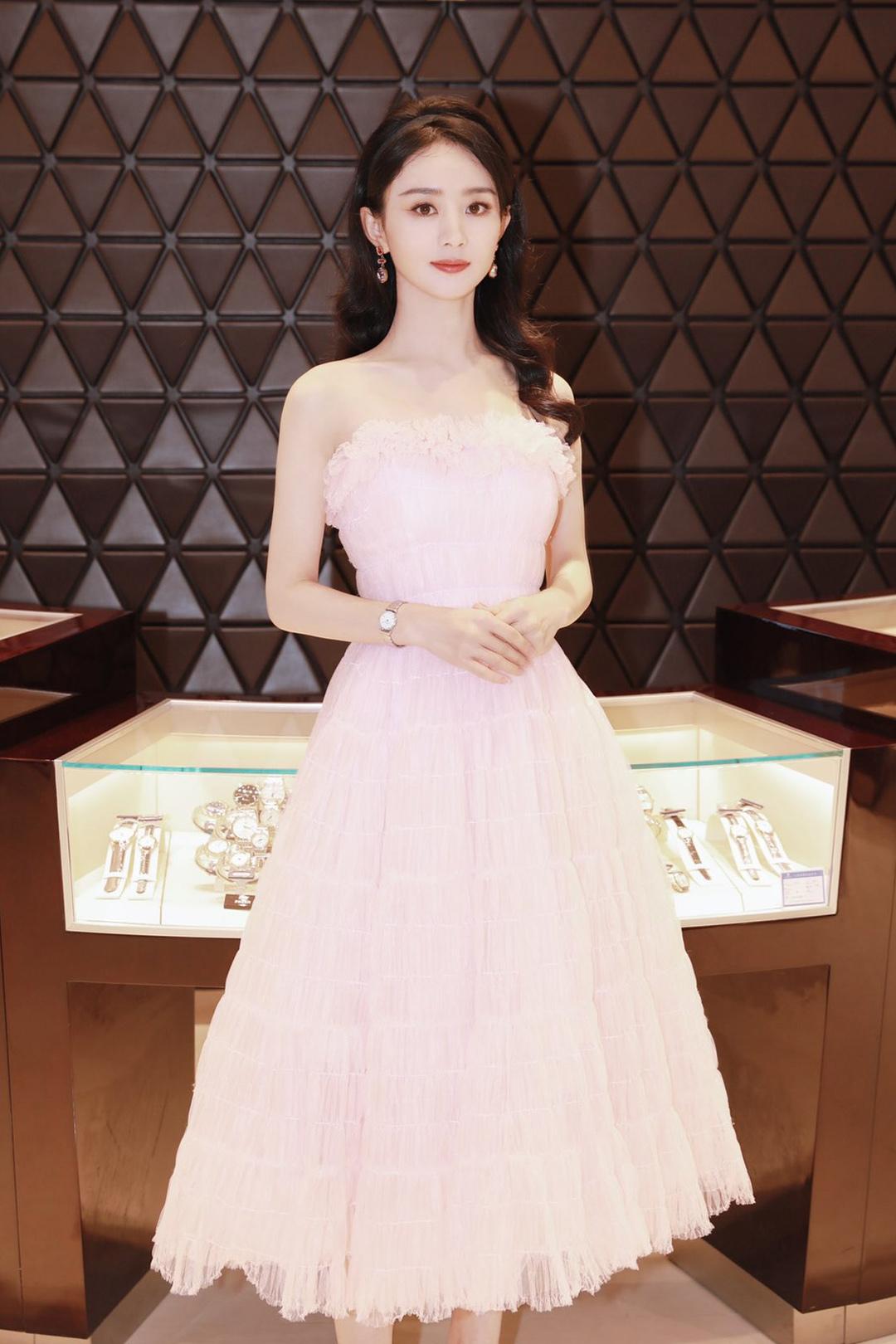 Phong cách thời trang chuẩn 'đẳng cấp quốc tế' của Triệu Lệ Dĩnh, dát Haute Couture đều như cơm bữa 2