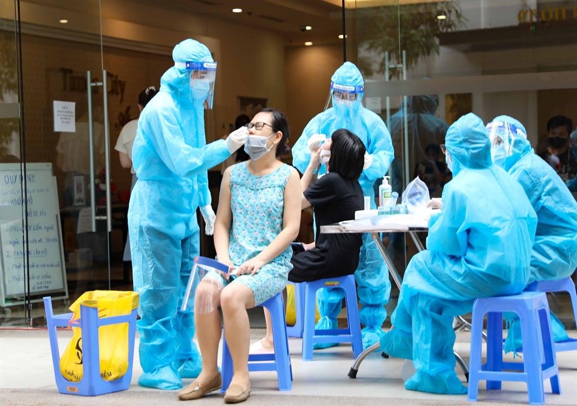 Tin vui: Hơn 50% số người dân trong độ tuổi tiêm chủng tại Hà Nội đã được tiêm vaccine COVID-19 1