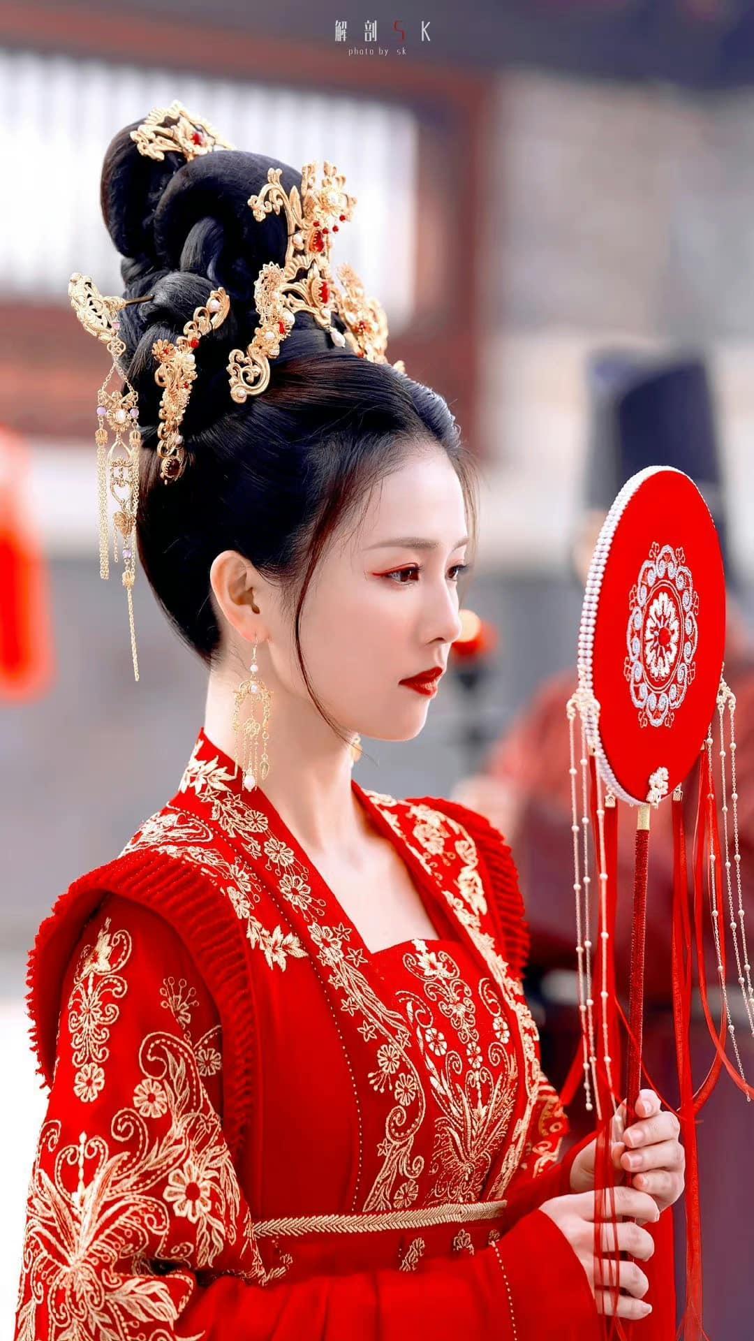 Loạt ảnh chứng minh Bạch Lộc là 'thánh nữ' hồng y thế hệ mới 2