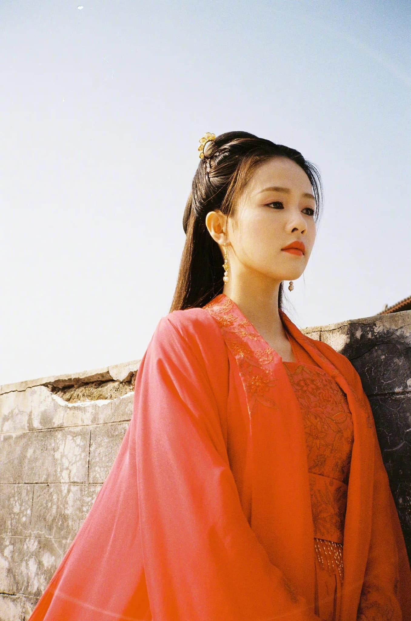 Loạt ảnh chứng minh Bạch Lộc là 'thánh nữ' hồng y thế hệ mới 11