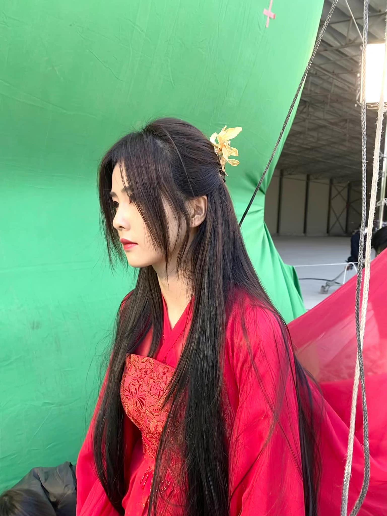 Loạt ảnh chứng minh Bạch Lộc là 'thánh nữ' hồng y thế hệ mới 6