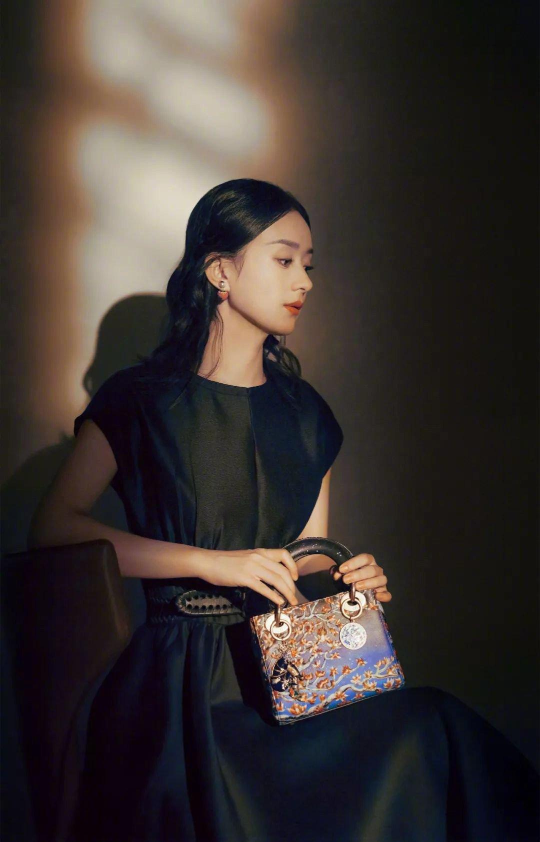 Triệu Lệ Dĩnh đích thị 'nàng thơ' Dior, riêng khoản lên đồ hiếm mỹ nhân Cbiz nào qua được 12