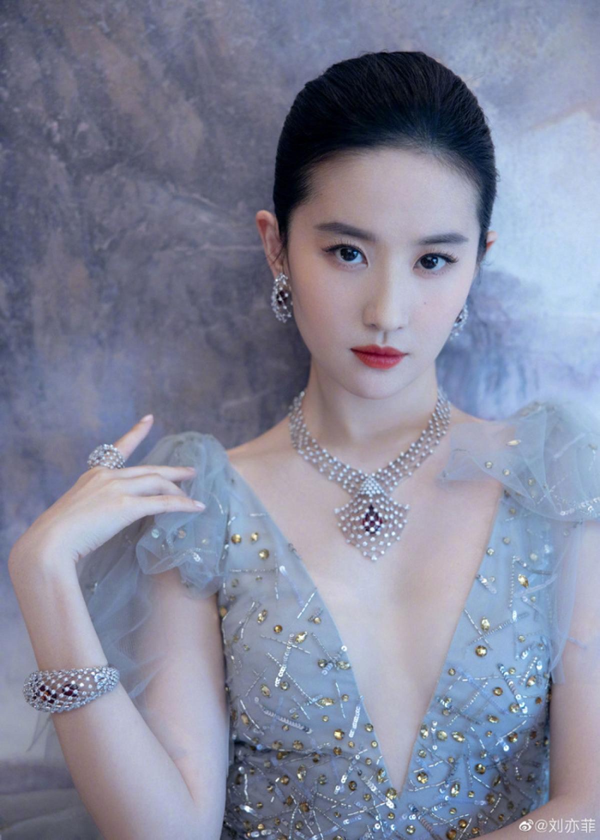 Dương Mịch, Lệ Dĩnh và 20 đại mỹ nhân Cbiz gia nhập đường đua 'nữ hoàng trang sức', ai kinh diễm nhất? 6