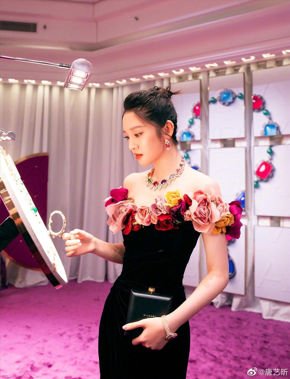 Dương Mịch, Lệ Dĩnh và 20 đại mỹ nhân Cbiz gia nhập đường đua 'nữ hoàng trang sức', ai kinh diễm nhất? 9