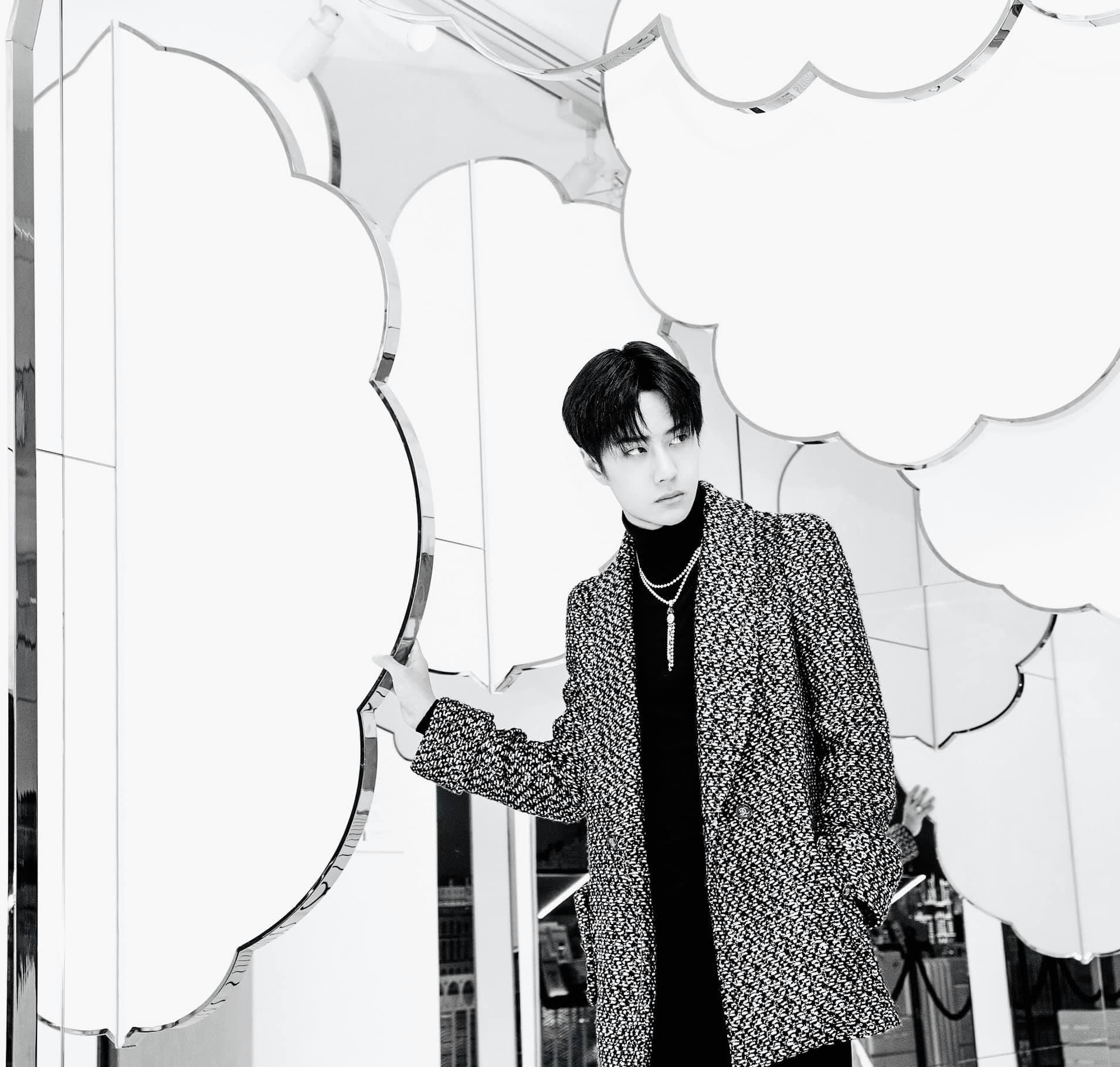 Vương Nhất Bác đẹp 'chấn động bờ hồ' trong loạt ảnh Chanel, không hổ danh 'chàng thơ' Châu Á 9