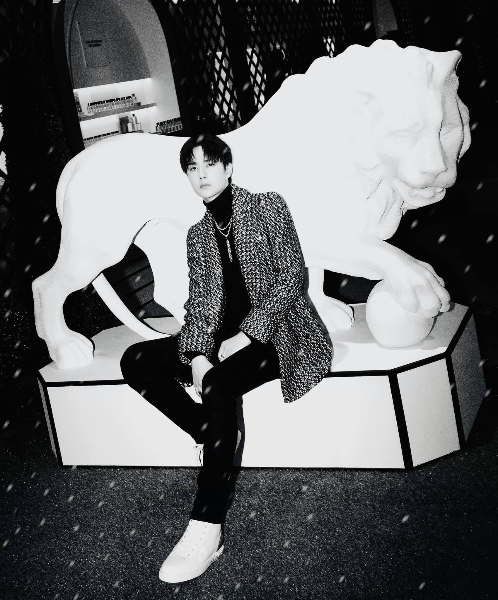 Vương Nhất Bác đẹp 'chấn động bờ hồ' trong loạt ảnh Chanel, không hổ danh 'chàng thơ' Châu Á 8