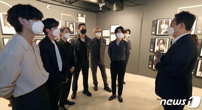 Trước khi bay về nước, BTS nhận được đặc ân 'khủng' tại New York, đến đàn anh cũng phục sát đất 3