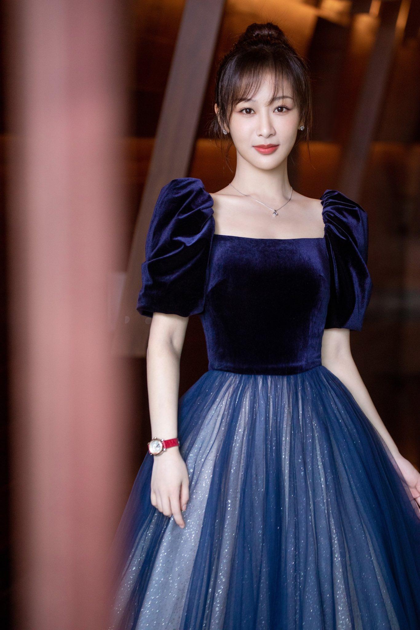 Nói về khoản 'mặc xấu' hiếm ai qua mặt được Dương Tử, chị có thù với stylist hay gì? 14