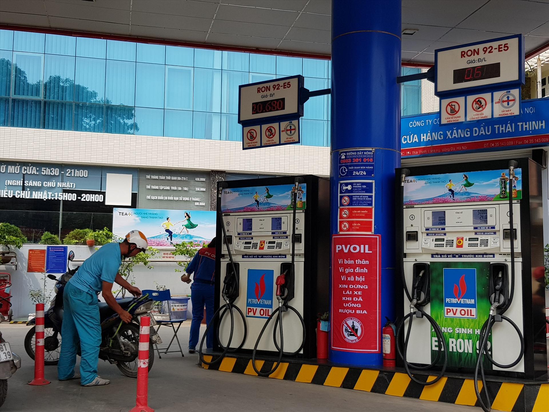 Giá xăng dầu tăng 'phi mã', cao chưa từng có trong 3 năm trở lại đây 2