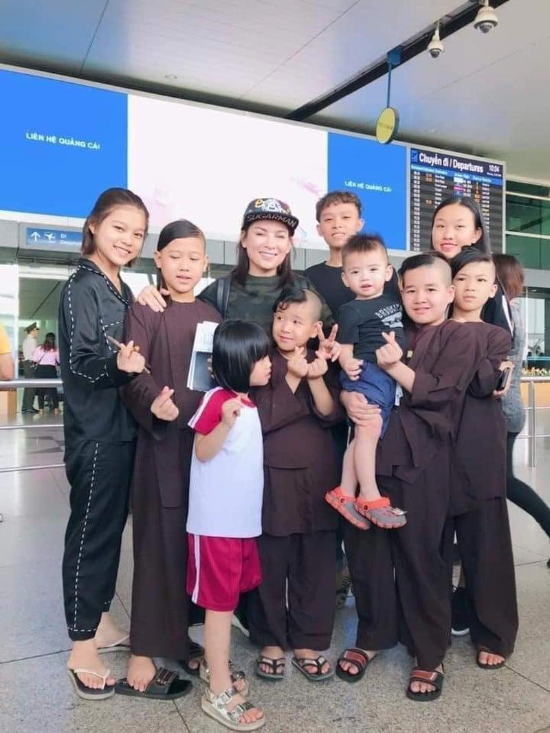 Hé lộ tương lai của 23 người con nuôi - những 'chiếc lá chưa lành' sau khi Phi Nhung qua đời: Đừng bỏ con mẹ ơi! 3