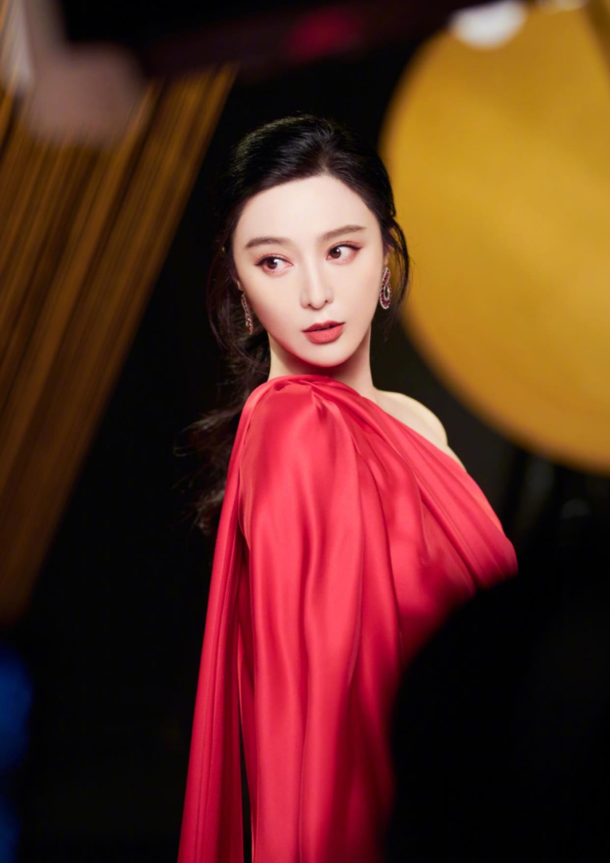 Netizen bình chọn mỹ nhân có giá trị nhan sắc - tài năng nhất Cbiz: Nhiệt Ba - Lệ Dĩnh 'cọ' Dương Mịch 6