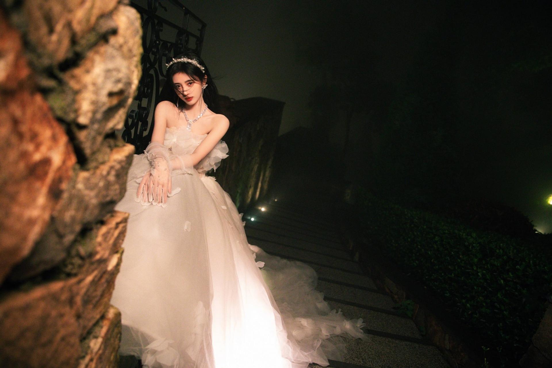 Netizen bình chọn mỹ nhân có giá trị nhan sắc - tài năng nhất Cbiz: Nhiệt Ba - Lệ Dĩnh 'cọ' Dương Mịch 5