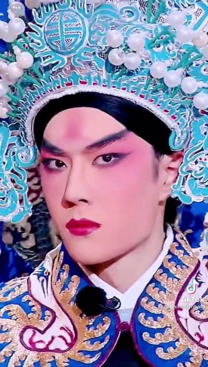 Vương Nhất Bác bị đào lại loạt ảnh diễn kinh kịch 3