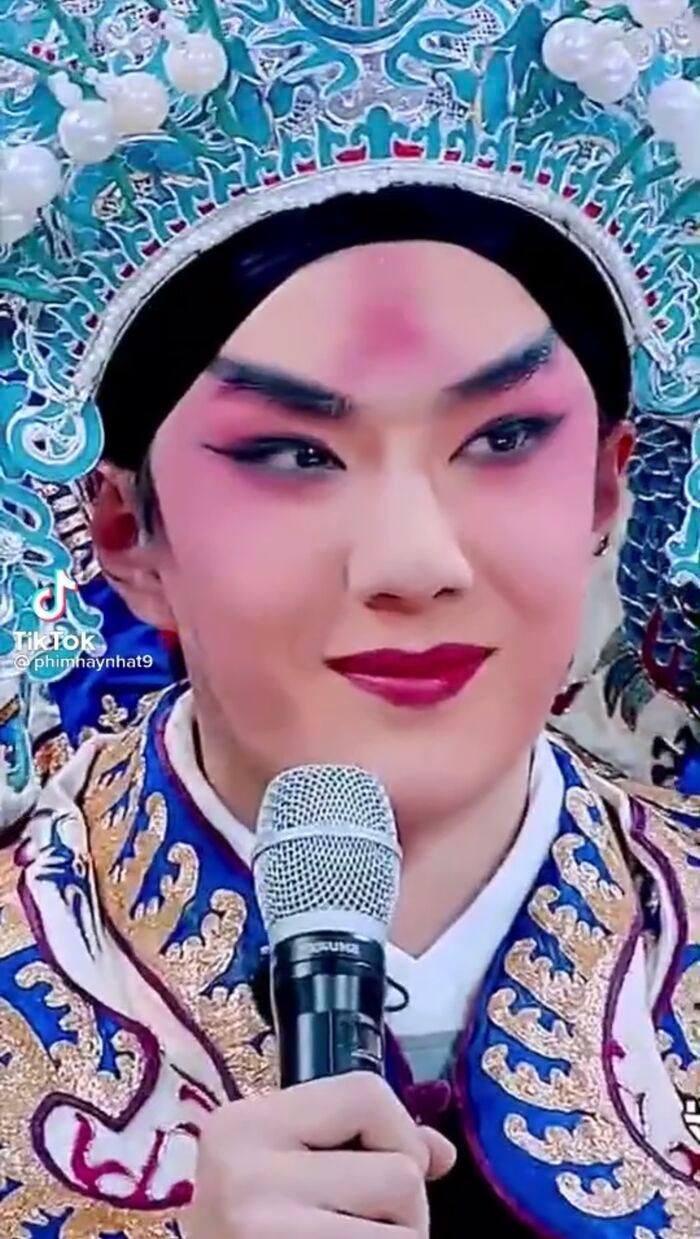 Vương Nhất Bác bị đào lại loạt ảnh diễn kinh kịch 2