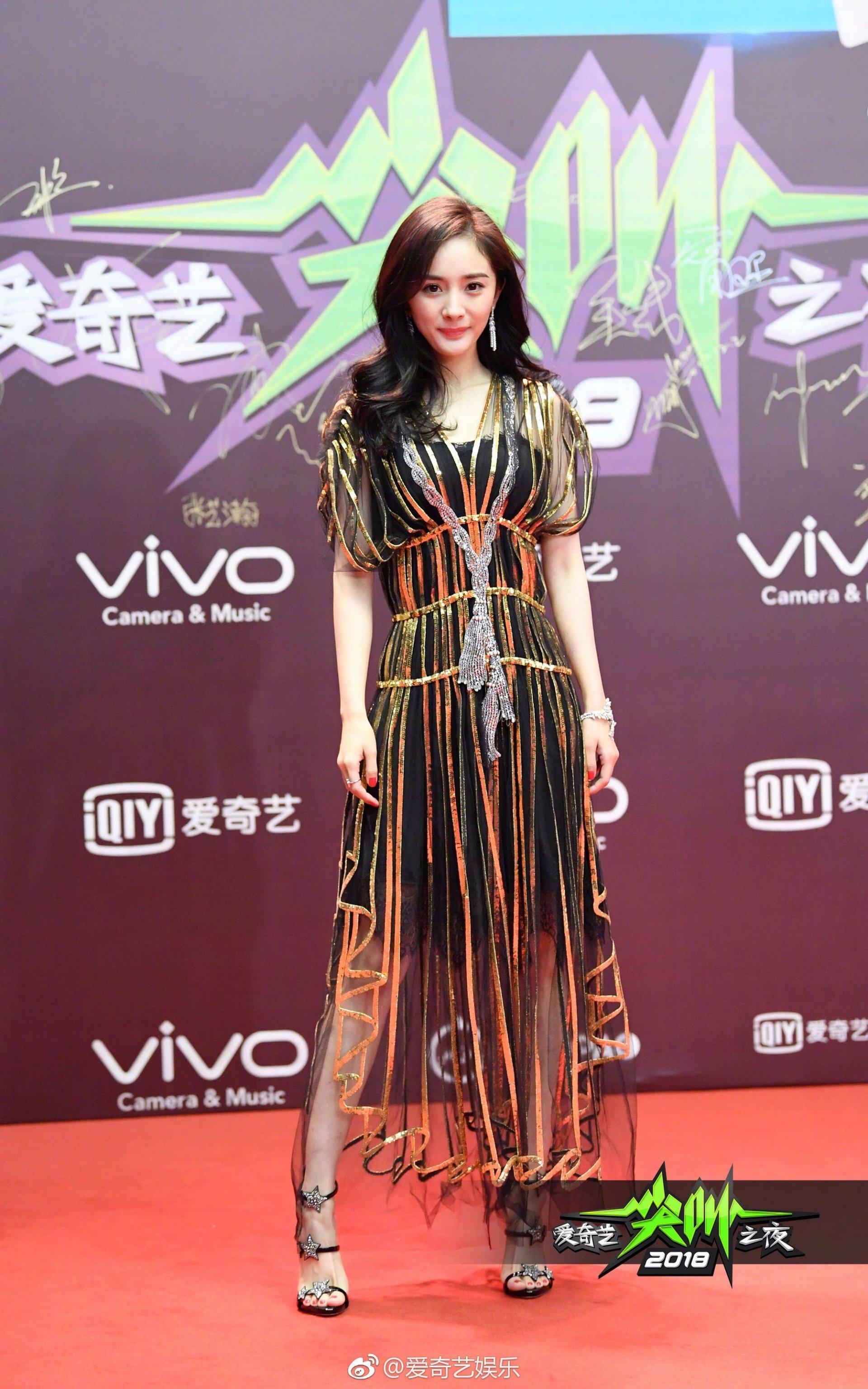 Blogger thời trang 'trừ âm điểm' ăn mặc của sao Cbiz: Dương Mịch, Nhiệt Ba, Tiêu Chiếm nhìn chỉ muốn phong sát! 5