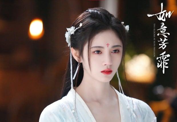 Tin nóng Cbiz ngày 13/10: Dương Tử gây lú, Angele Baby - Hiểu Minh tình bể bình, Tịnh Y đối phó với công ty 1