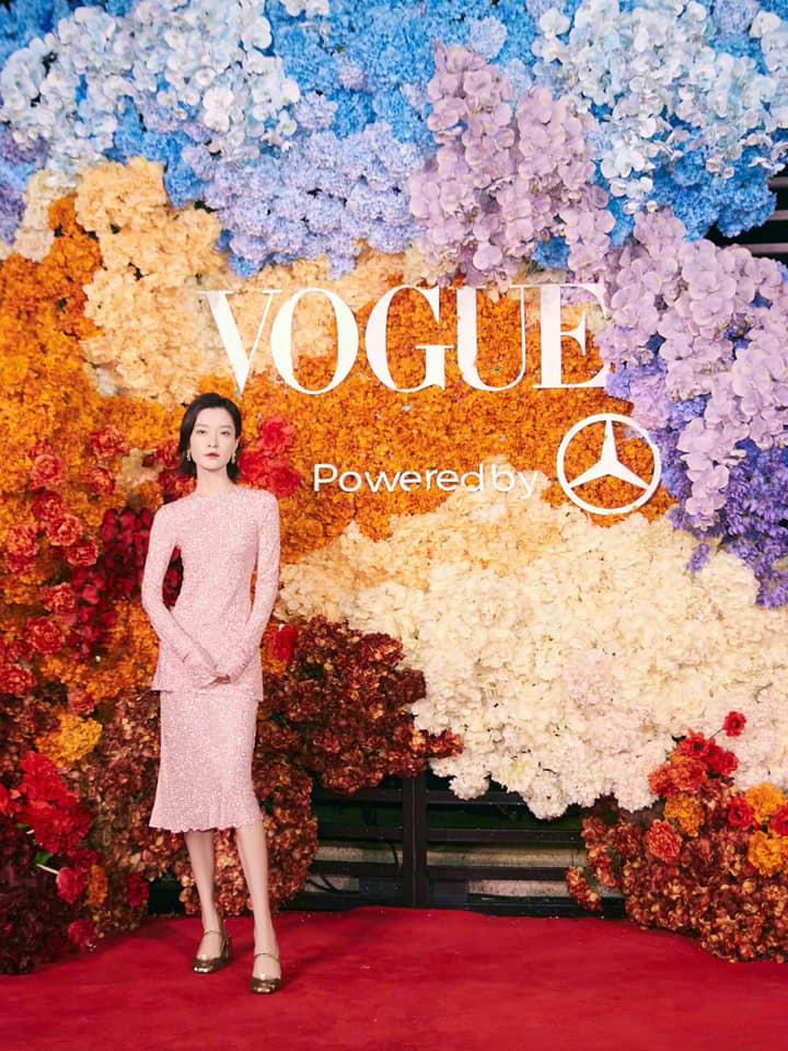 Thảm đỏ Vogue: Dương Mịch lẫn át Châu Đông Vũ và loạt mỹ nhân đình đám, Cung Tuấn - Nghệ Hưng bất phân thắng bại 9