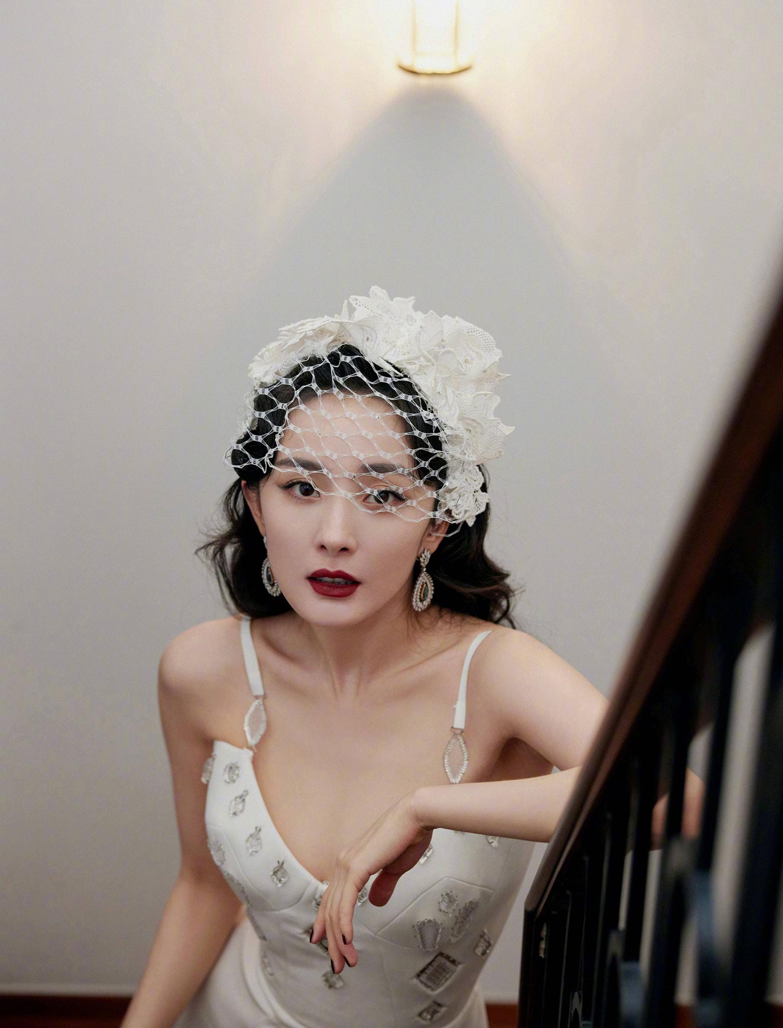 Phong cách thời trang ngày càng 'dạn' của Dương Mịch 3